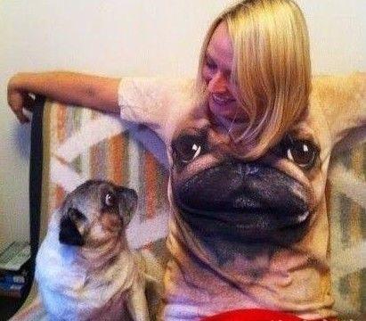 衣服上的狗狗很抢眼哦
