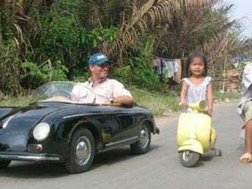 成人和小孩都能开的超迷你跑车