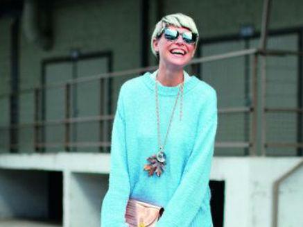 毛衣与半裙 立显温柔与知性