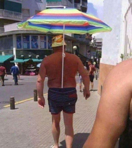 短裤很结实太阳伞颜色也不错 人类已经阻止不了奇葩搞笑了