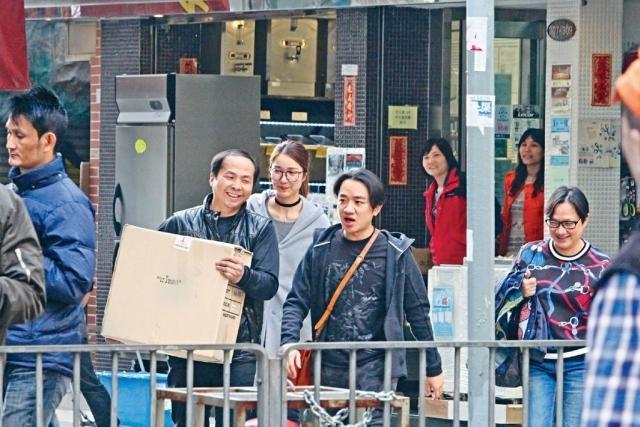 王祖蓝全家买家具 李亚男和婆婆有说有笑