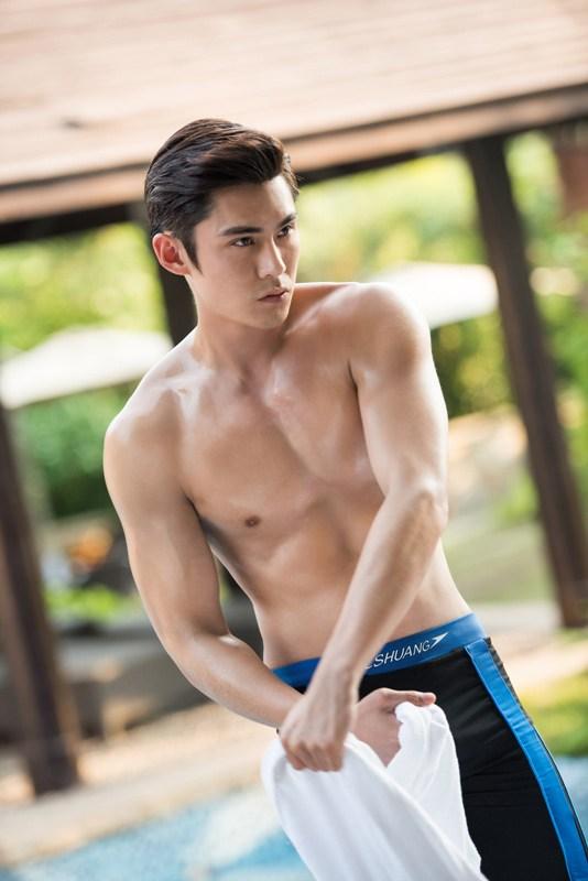 陈奕《美男子2》泳池福利 健硕腹肌帅气