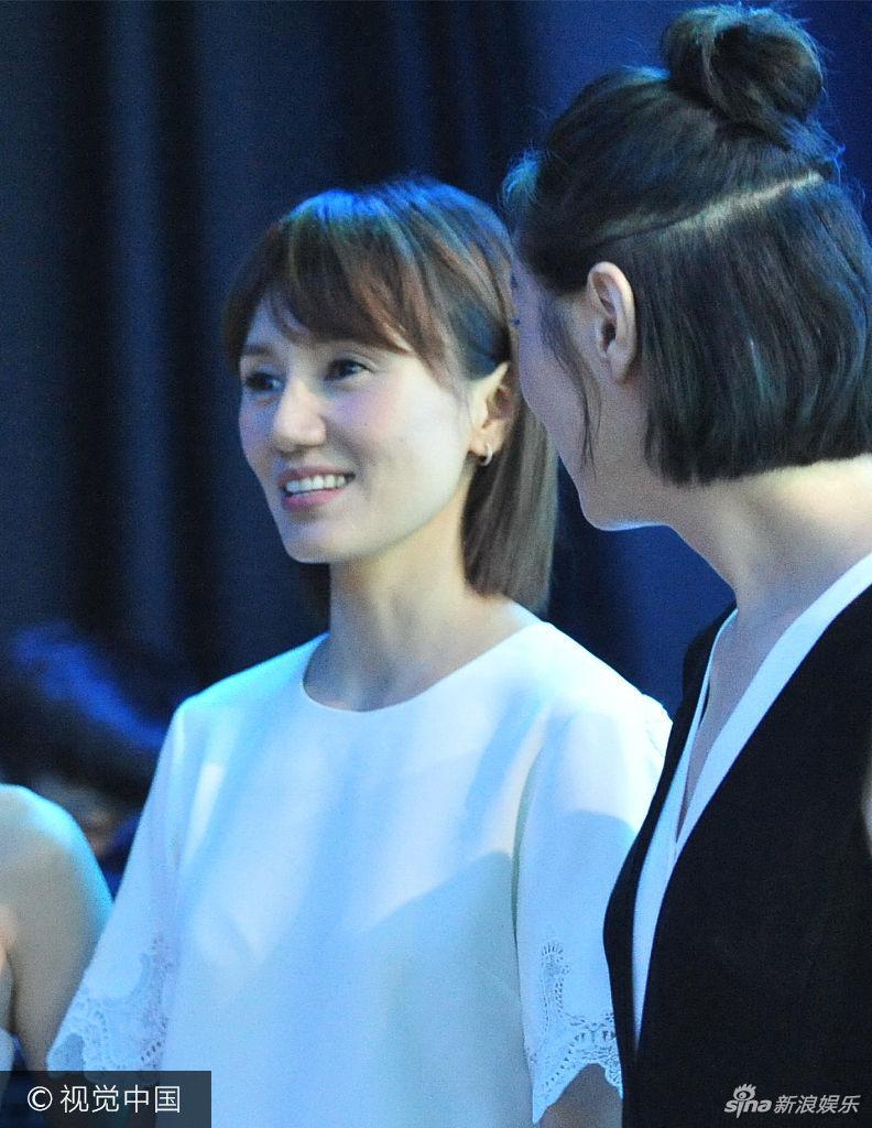 马伊琍与袁泉吴越台下热聊 《我的前半生》热播