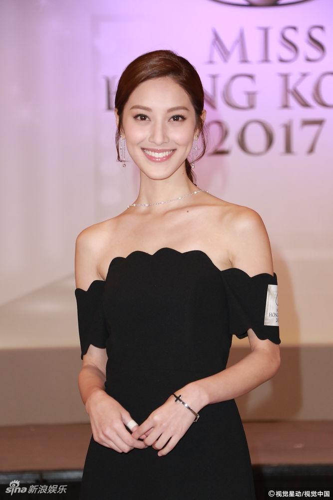 香港小姐十强诞生 陈凯琳身着黑色抹胸裙大露性感美背