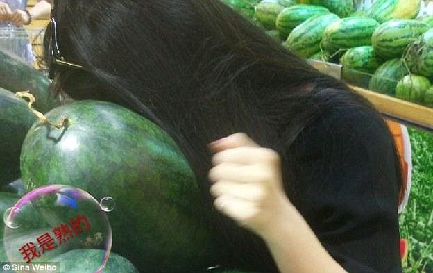 敲西瓜是一门传承已久的绝学