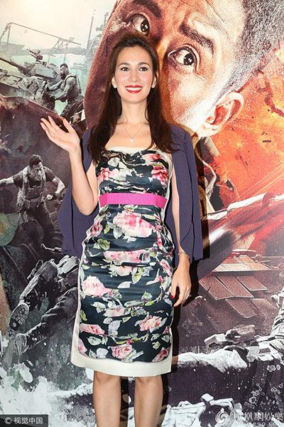 吴京率女主角卢靖珊现身香港 《战狼2》出席首映礼