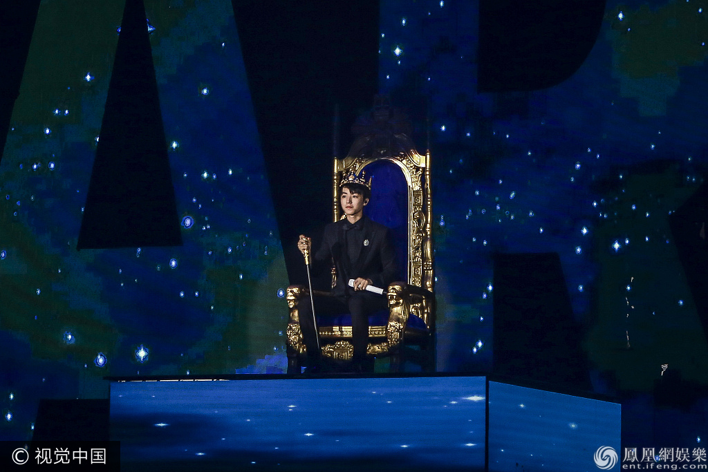 偶像王俊凯18岁成年礼盛大举行 王源和易烊千玺前来助阵