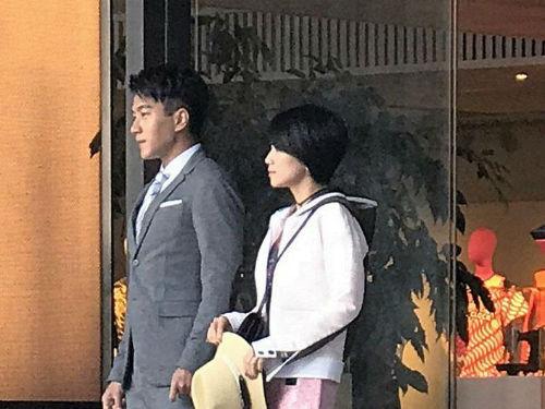 刘恺威曹曦文片场对视含情脉脉 两人换了好几套服装