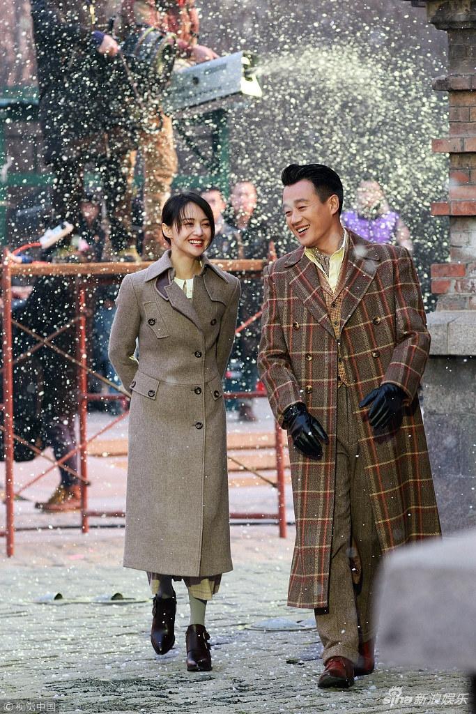 爽妹子和佟大为雪中互动特别开心 挽手对戏CP感满满