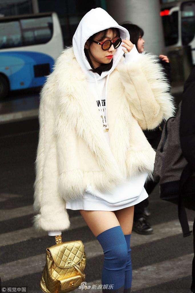宋茜玩下衣消失秀美腿 上半身冬天下半身夏天超时尚