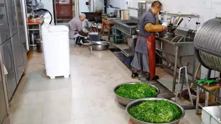 我们潜入了全世界最佛系的厨房――少林寺后厨