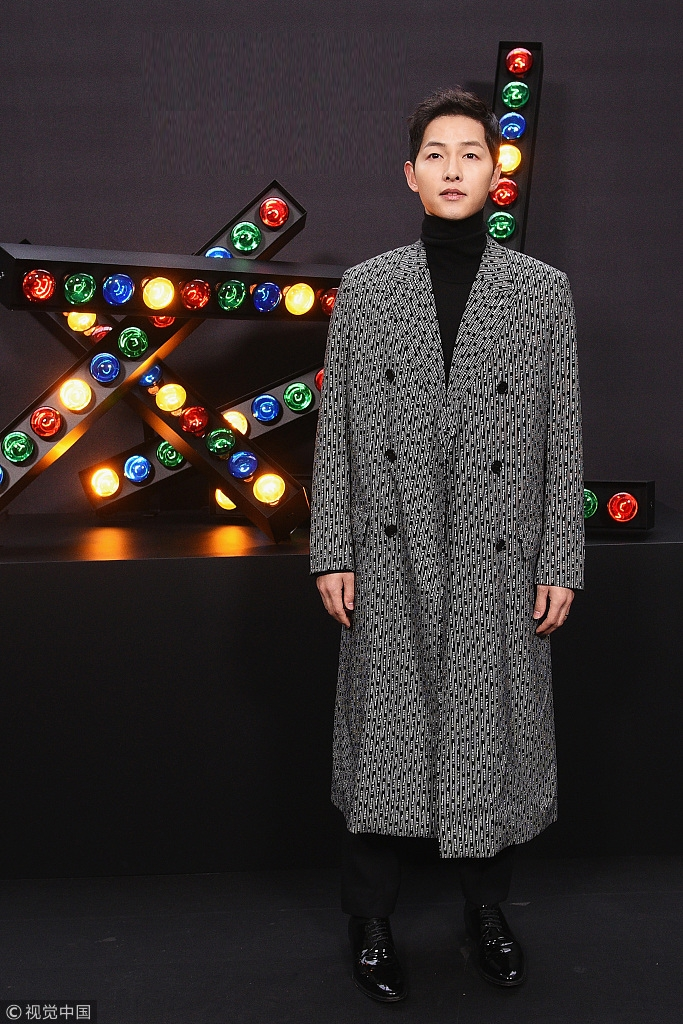 2018秋冬巴黎男装周Dior Homme明星观秀 宋仲基高领毛衣配大衣