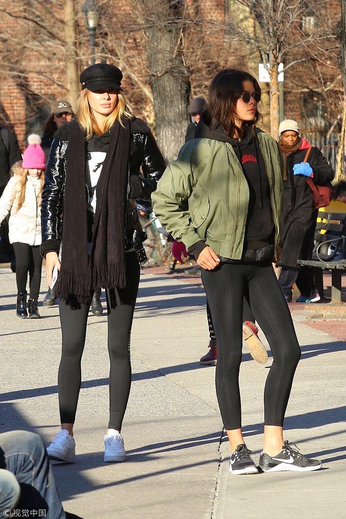 维密天使乔治亚・福勒与友帅酷出街时尚吸睛 超模站姿如拍画报