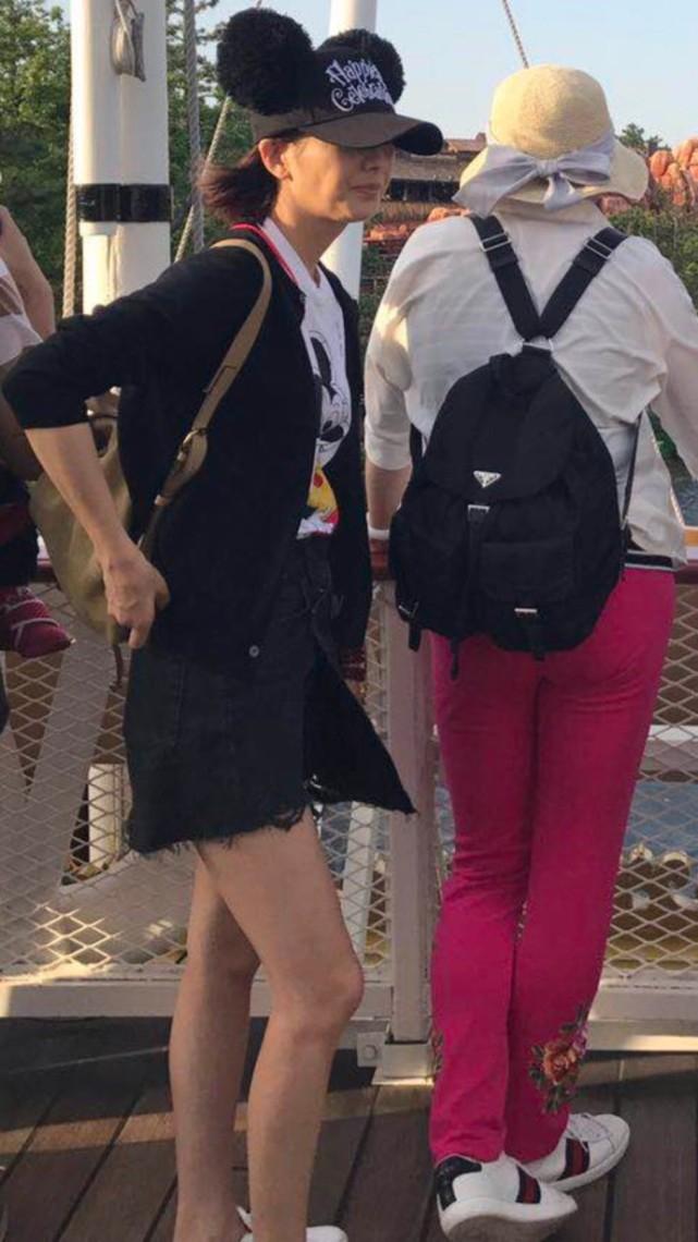 佟丽娅陈思诚同游迪士尼 两人看起来感情超好