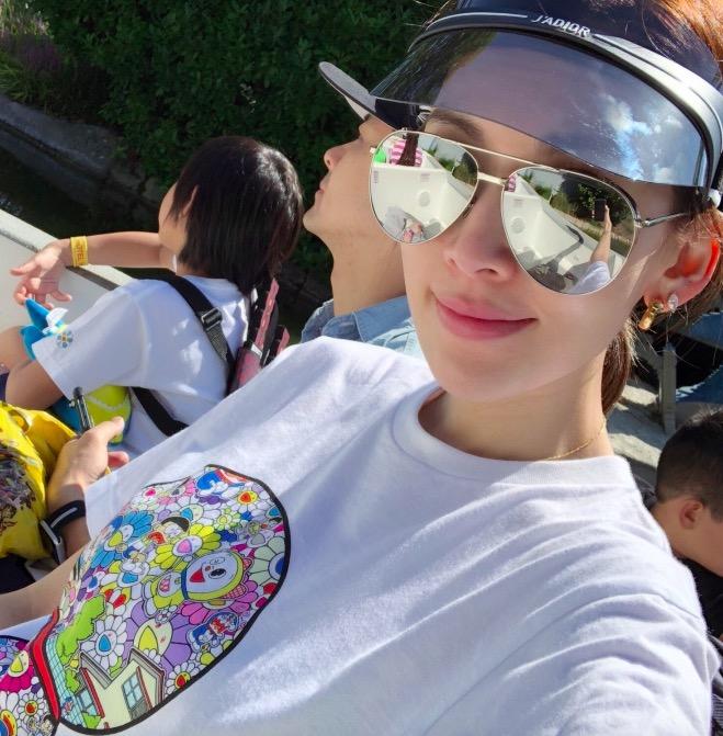 林志颖夫妇带儿子游乐园游玩 享受亲子时光