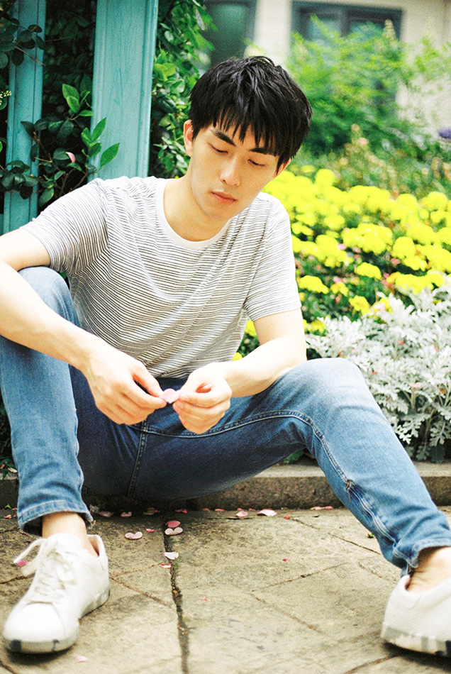 王钰威最新写真曝光 干净慵懒阳光男孩
