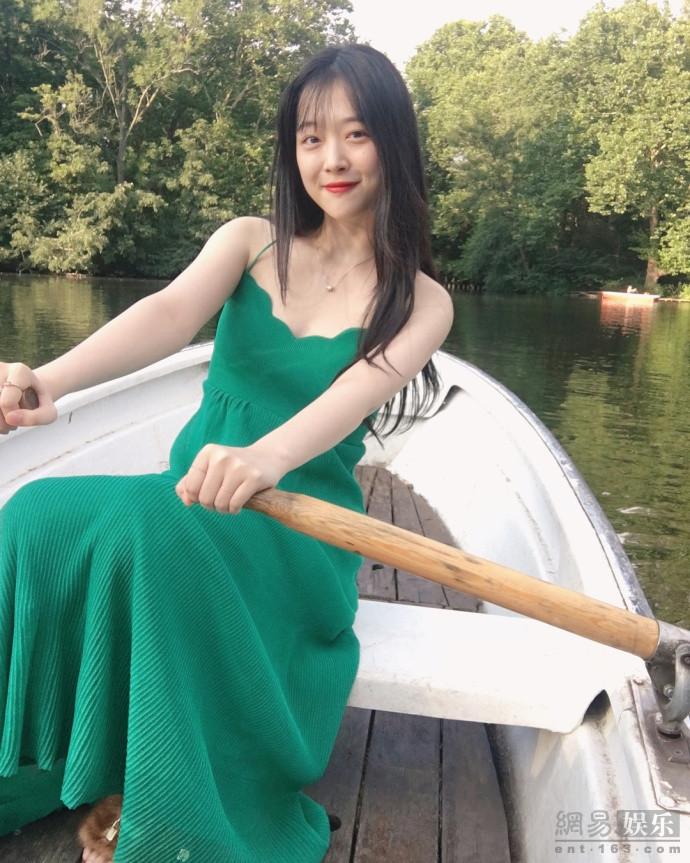 沈月雪莉何穗撞衫 同款绿色长裙你更喜欢谁