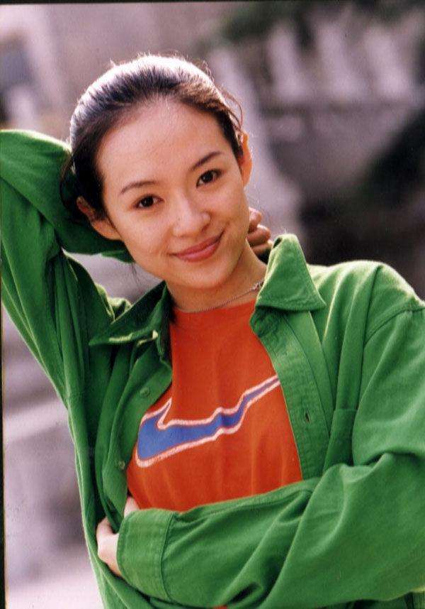 章子怡20岁素颜旧照曝光 笑容阳光清纯可人