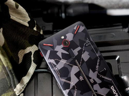 努比亚红魔战地迷彩版手机图赏:涂装也是战斗力