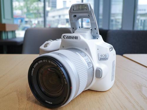 轻便小巧的迷你单反相机EOS 200D II图赏